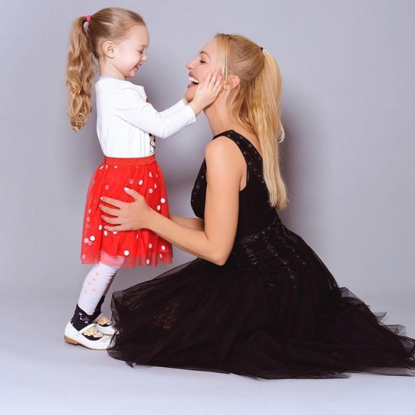 Мамина копия Звезда Великолепного века Мерьем Узерли показала фото подросшей дочери в 2019 году