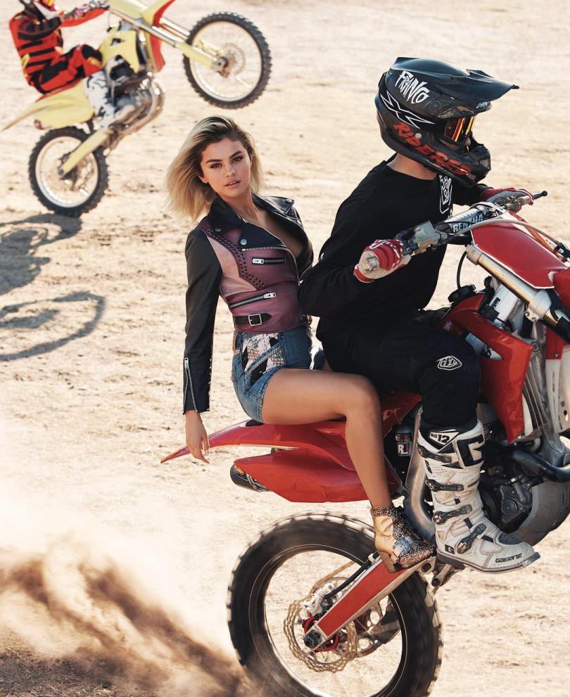 Элегантная байкерша: Селена Гомес снялась в фотосессии на мотоциклах