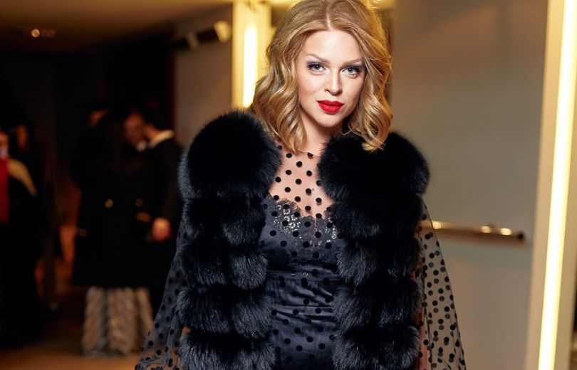 Молодая мама Яна Глущенко восхитила стройной фигурой в изысканном платье