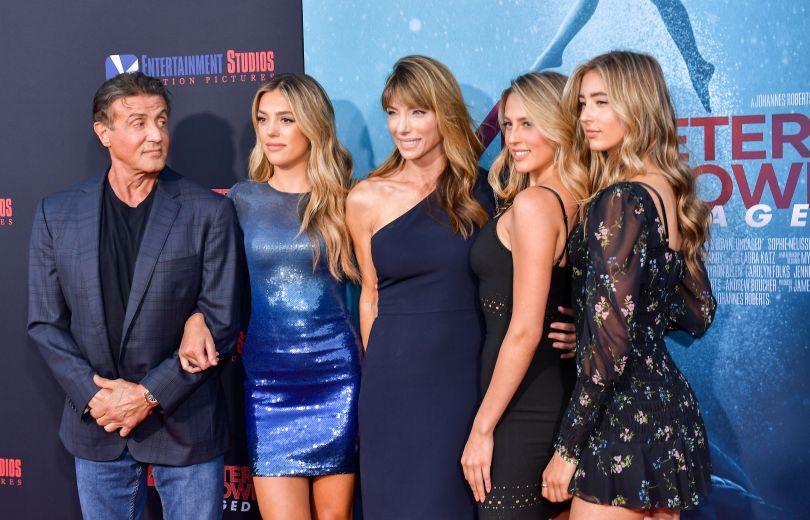 Сильвестр Сталлоне появился на публике с красавицами-дочками