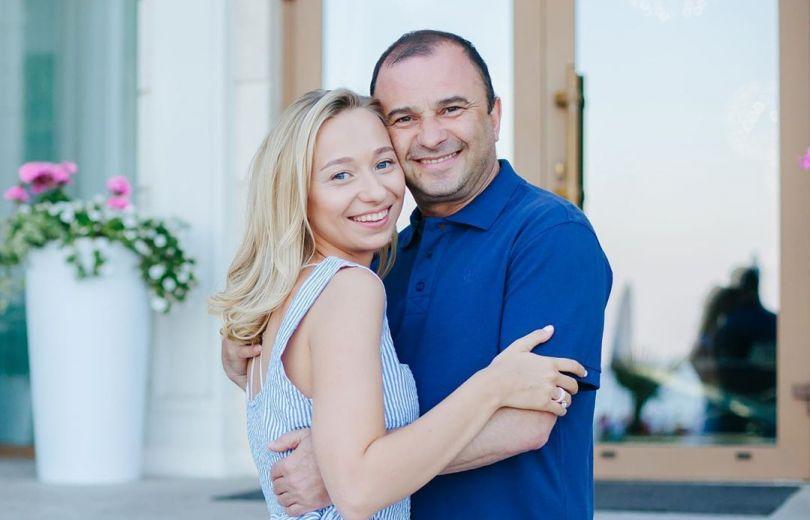 Виктор Павлик с молодой любовницей