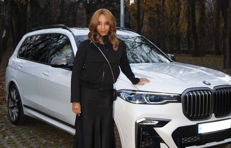 Виктория Батуи получила в подарок от мужа автомобиль