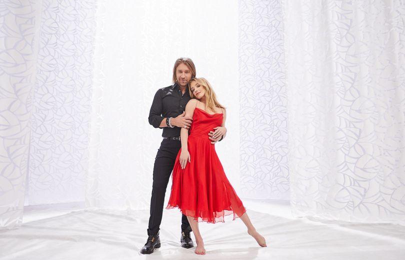 Олег Винник и девушка в красном платье