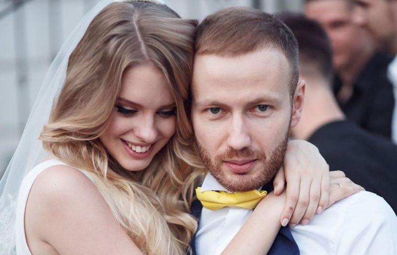 Сын Таисии Повалий с женой
