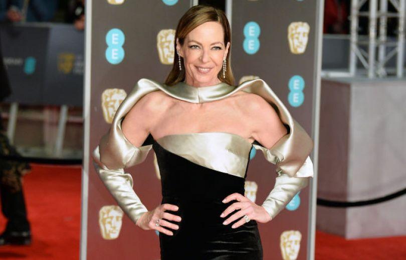 Модный провал: самые неудачные образы на красной дорожке премии BAFTA-2018