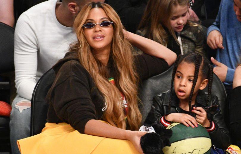 Бейонсе вместе с дочерью на матче