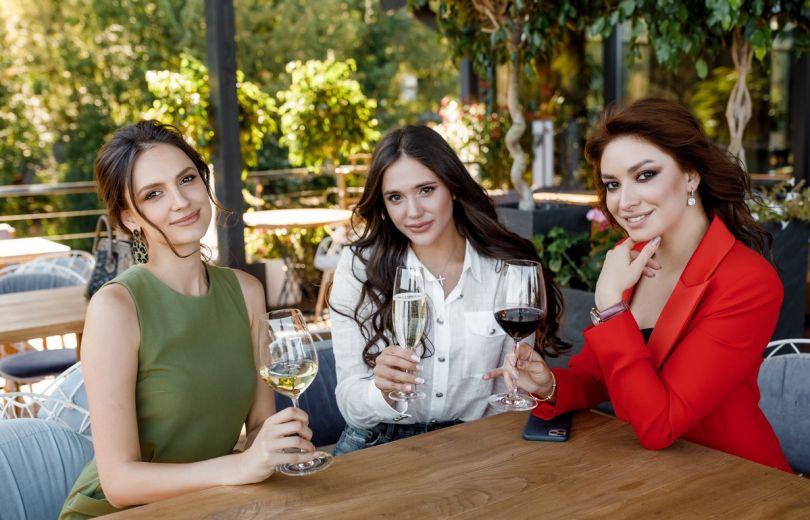 Холостячки Дарья Ульянова, Дана Оханская и Юлия Рыбчук