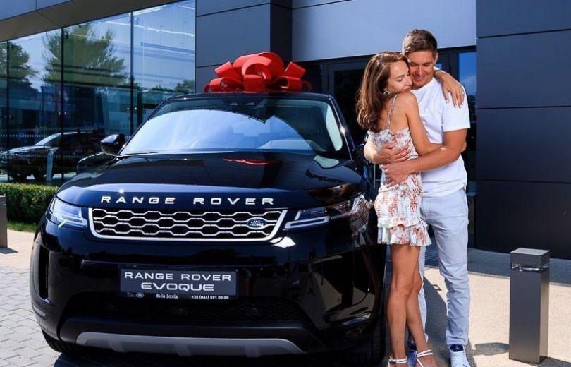Владимир Остапчук подарил машину своей новой девушке