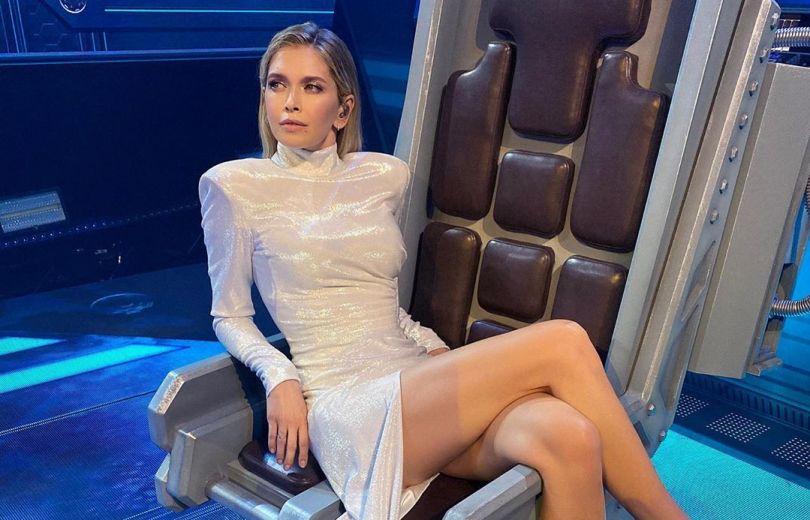 Вера Брежнева в белом платье