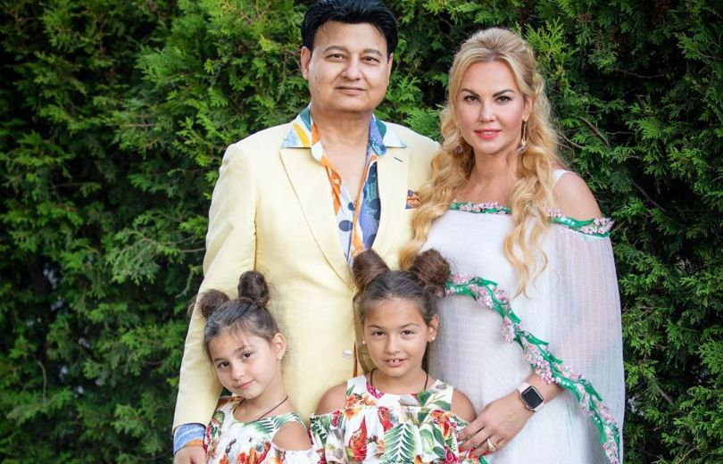 Камалия с мужем и детьми
