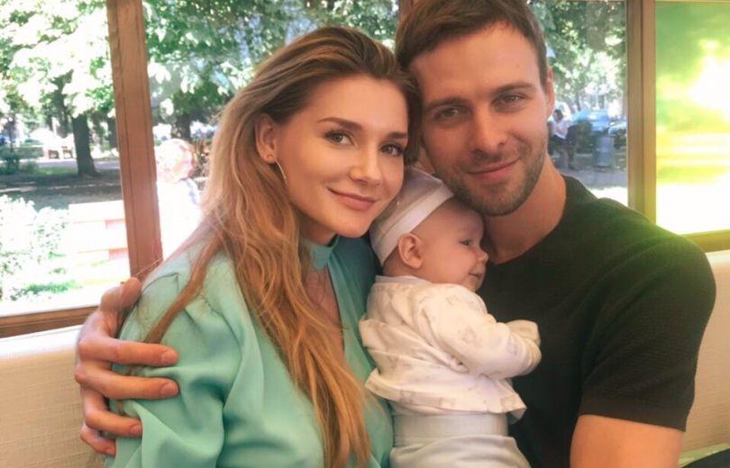 Макс Барских и Миша Романова с ребенком
