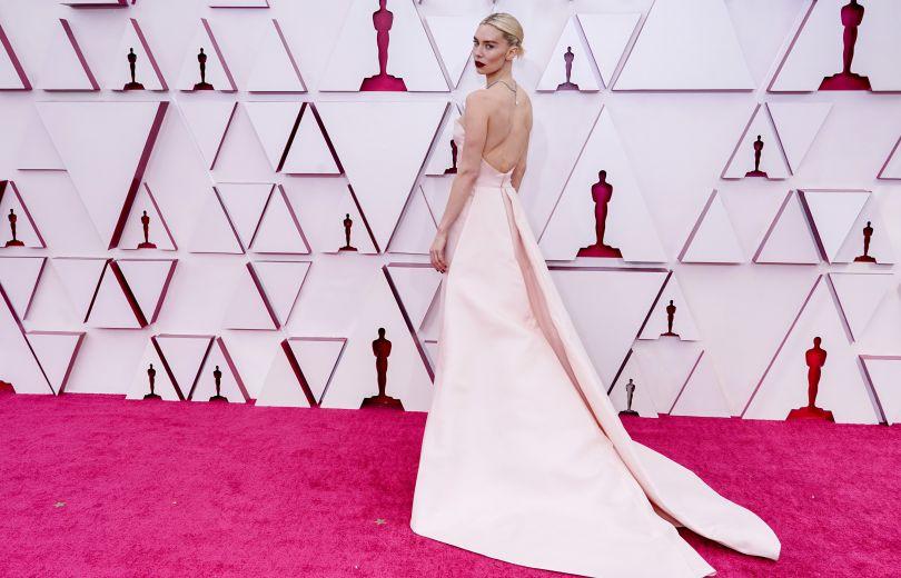 Лучшие платья Оскара в 2021 году