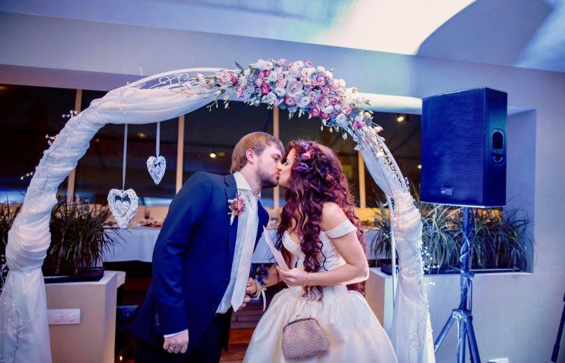 Дзидзьо и его жена: свадебное фото