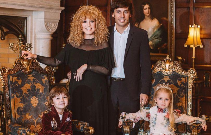 Копия мамы и папы: в сеть попало новое фото детей Аллы Пугачевой и Максима Галкина