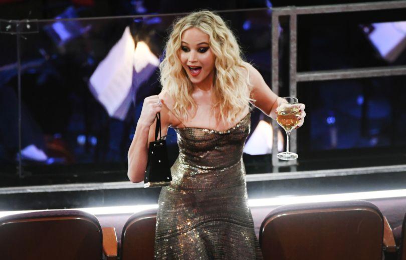 """К черту все приличия: Дженнифер Лоуренс изрядно оторвалась на церемонии """"Оскар"""""""