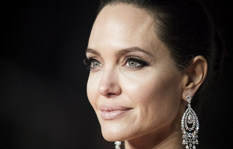 """Ссора с киноакадемией, развод с Питтом или новый роман: почему Анджелина Джоли не пришла на """"Оскар""""?"""