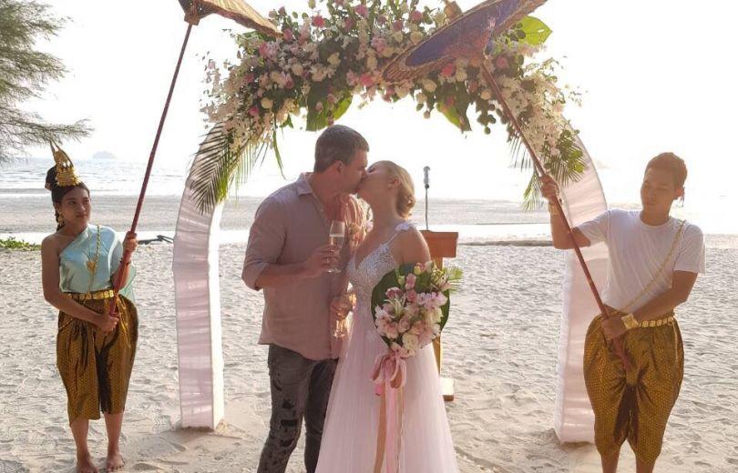 Свадебное фото Тони Матвиенко и Арсена Мирзояна