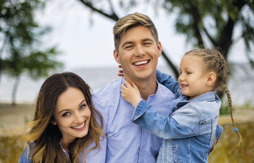Владимир Остапчук с женой и дочкой