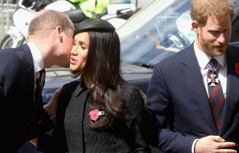 Меган Маркл и принц Уильям поцеловались на публике