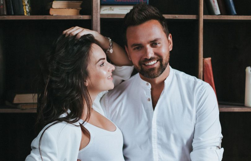 Тимур Мирошниченко с беременной женой