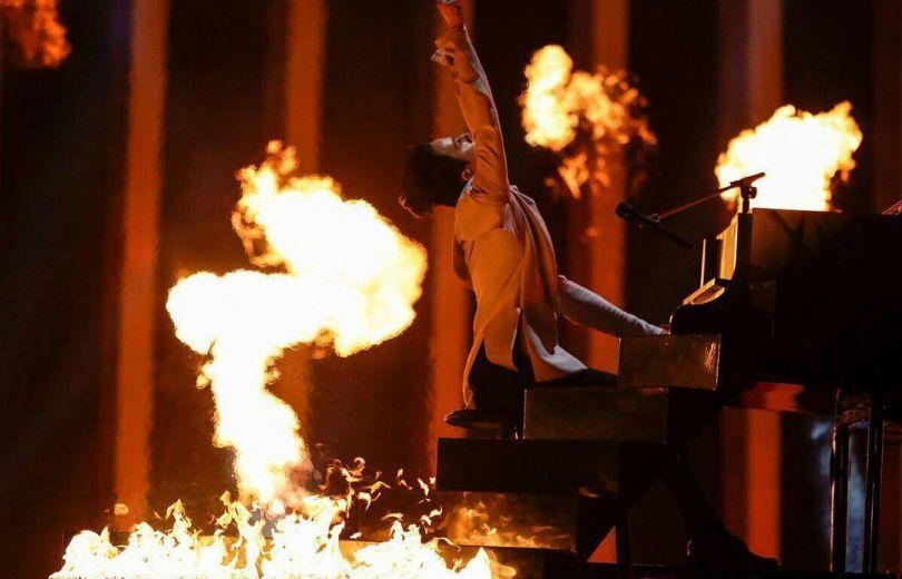 Зажег настарте: MELOVIN сразил публику огненным выступлением вфинале «Евровидения-2018»