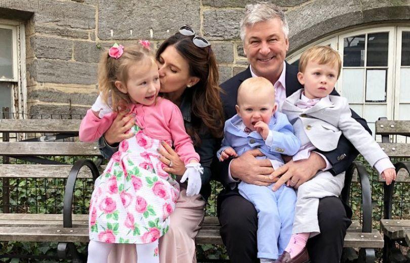 У60-летнего Алека Болдуина родился пятый ребенок