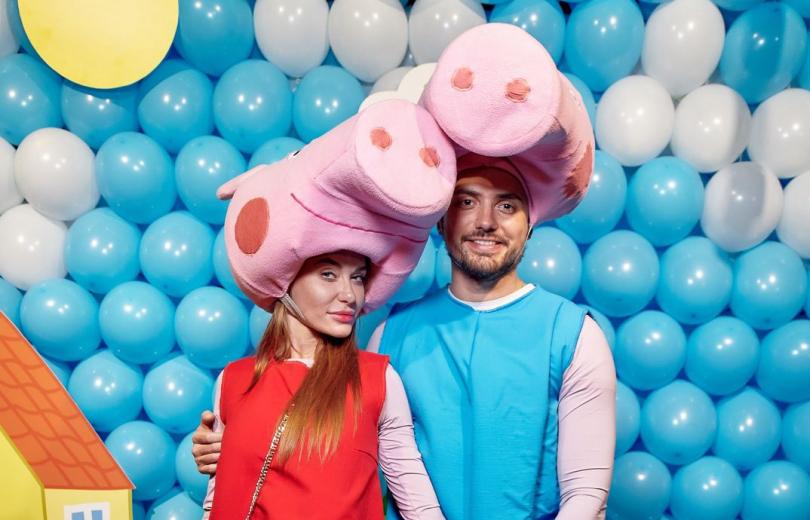Слава Неангелы в наряде свинки Пеппы устроила грандиозный день рождения для своих детей