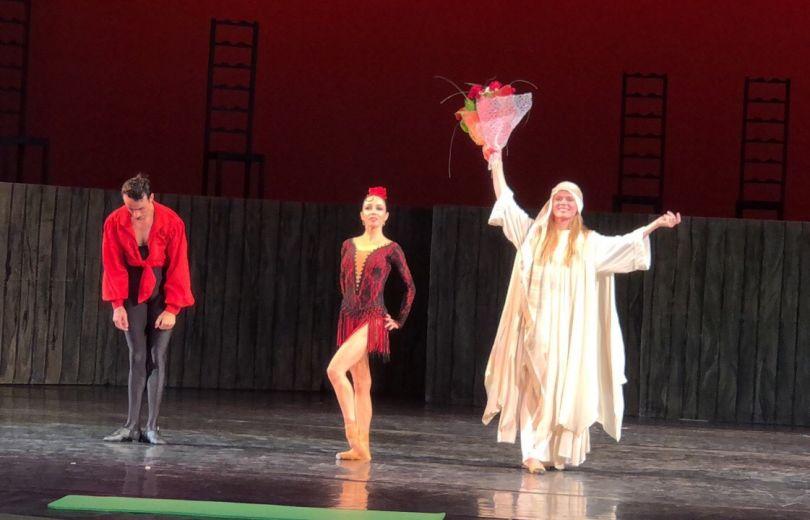Вызывала полицию и обнимала танцовщиков: Ольга Фреймут спасала Кармен на сцене оперного театра