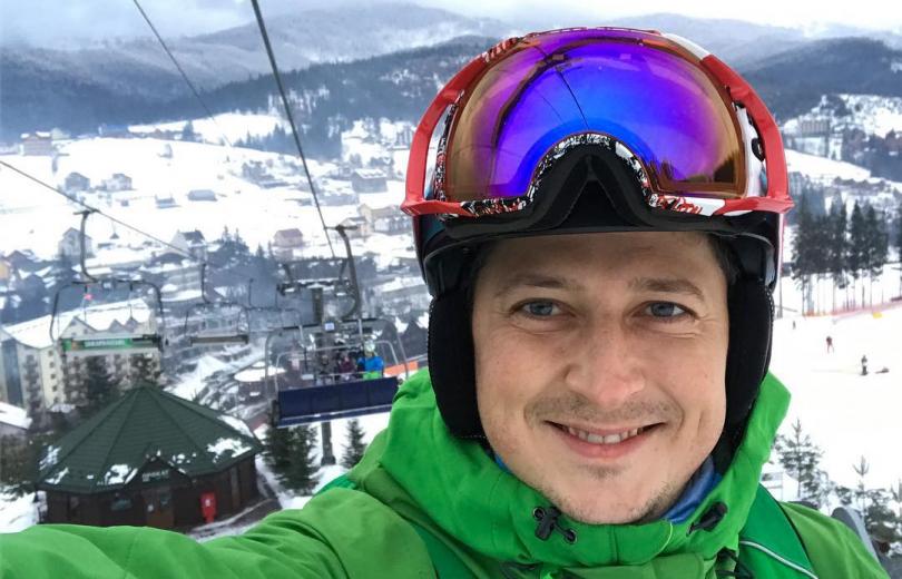 Александр Педан покатался на лыжах с дочкой