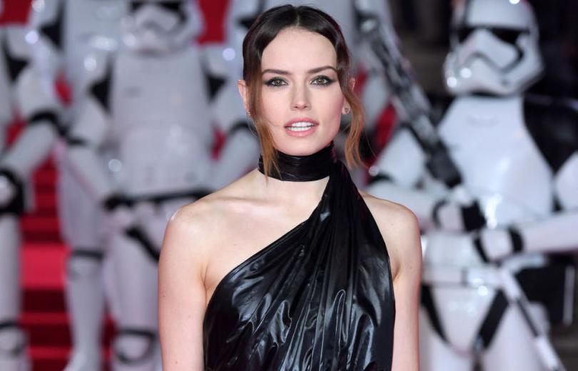 """Мусорный пакет? Актриса """"Звездных воин"""" появилась на премьере в странном наряде"""