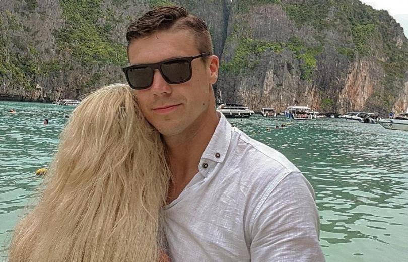 """Экс-""""Холостяк"""" Дмитрий Черкасов отдыхает в Таиланде с таинственной блондинкой"""