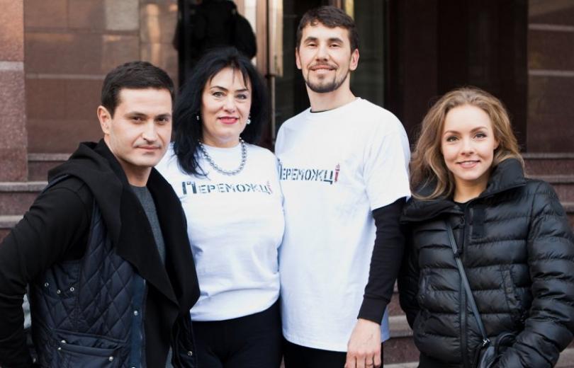Елена Шоптенко, Ахтем Сеитаблаев, Егор Гордеев и другие звезды провели танцевальную зарядку для благ