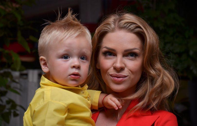 Яна Глущенко показала своего годовалого сына