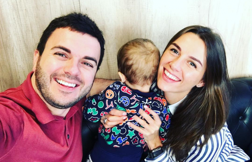 Григорий Решетник проводит праздники с женой и сыновьями
