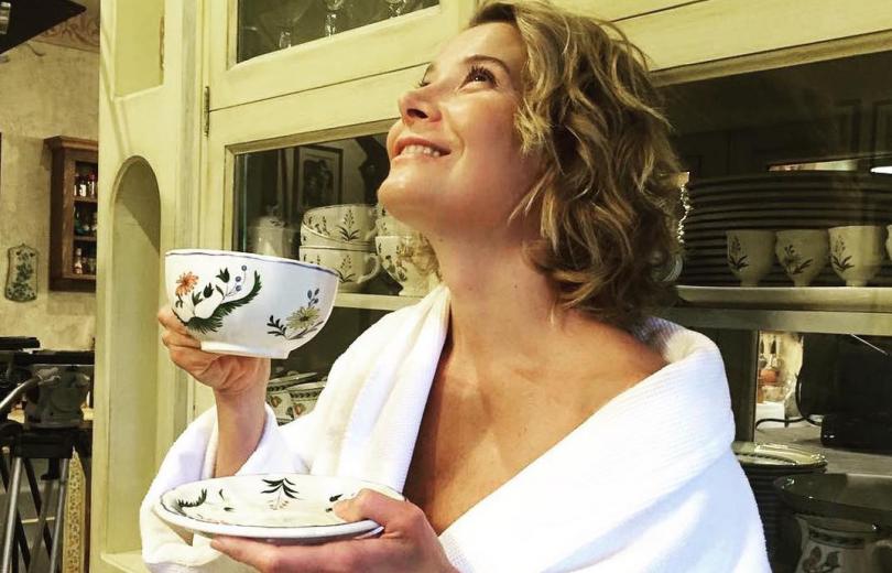 44-летняя Юлия Высоцкая восхитила стройной фигурой в бикини