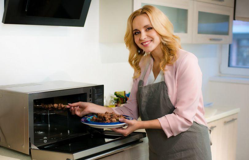 Готовим с Лилией Ребрик: рецепт шашлычов с соусом в восточном стиле