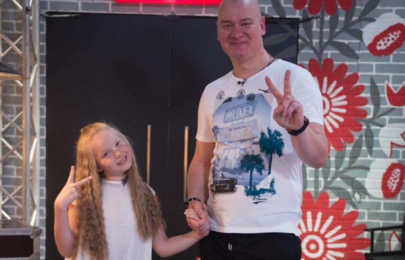 Фото с Винником и забавные селфи: что постит дочь Кошевого в своем Instagram