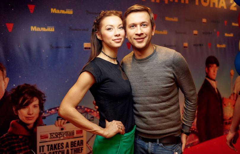 Полина Логунова и Дмитрий Ступка на премьере Приключения Паддингтона 2
