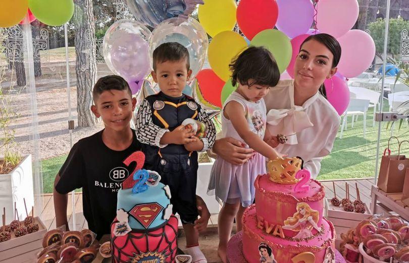Джорджина Родригес с детьми