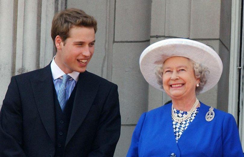 Принц Уильям с бабушкой