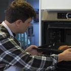Филе индейки посыпаем специями и солью и поливаем оливковым маслом.  Для приготовления филе используем духовку BoschHBG635BS1с режимом AutoPilot10, который позволяет обеспечить прекрасный результат приготовления благодаря 10 автоматическим программам