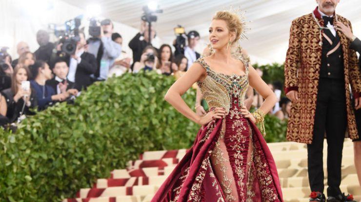 Блейк Лайвли в эффектном платье от Versace на Met Gala 2018