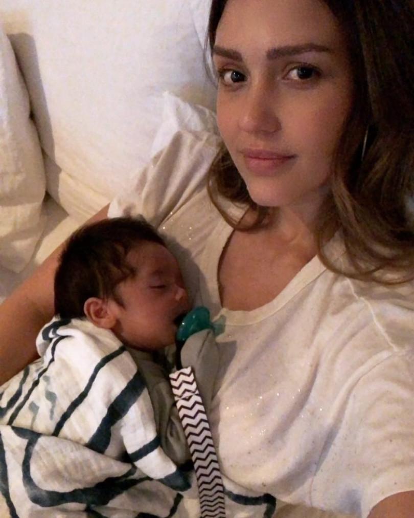 Картинки по запросу Джессика Альба показала своего новорожденного малыша