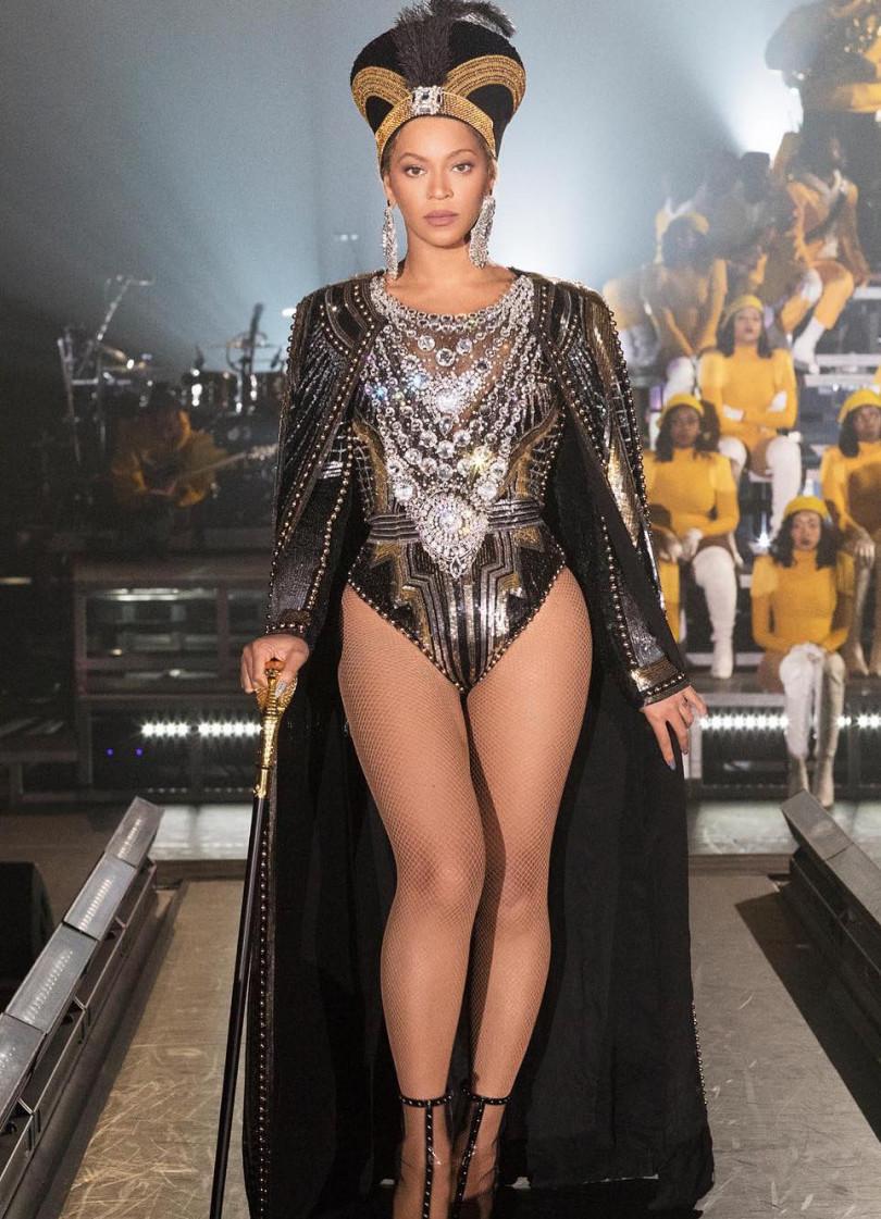Роскошная Бейонсе восхитила нарядами и невероятным шоу на фестивале Coachella
