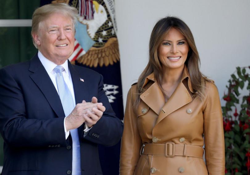 Мелания Трамп появилась напублике встаром наряде