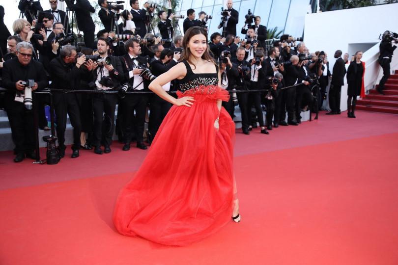 Регина Тодоренко прошлась покрасной дорожке Каннского кинофестиваля