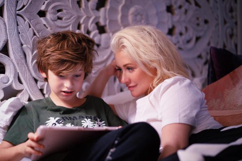 კრისტინა აგილერა თავის შვილთან ერთად