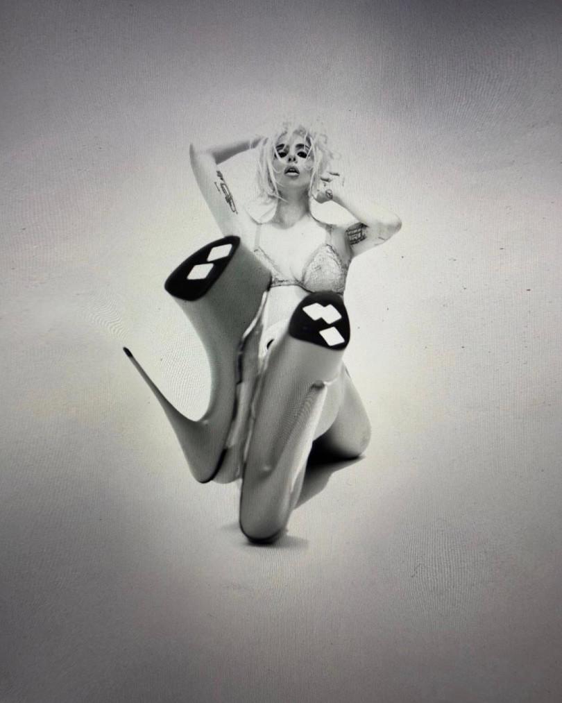 Леди Гага разделась в новой откровенной съемке