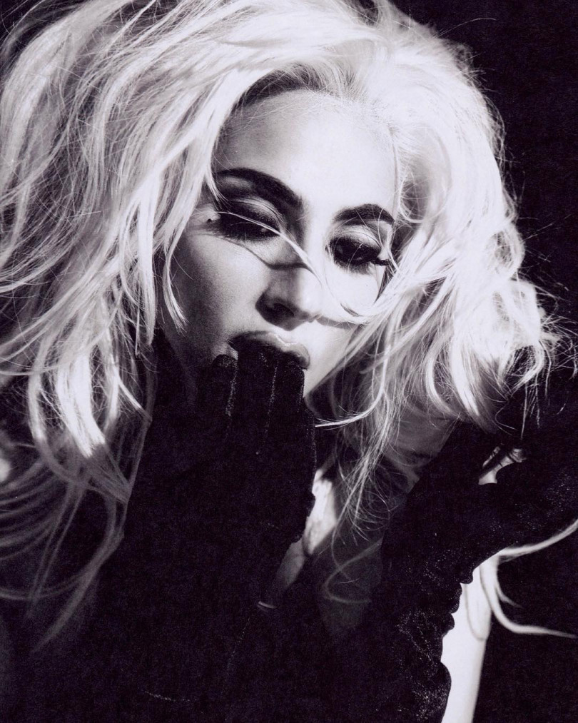 Леди Гага снялась в странной фотосессии