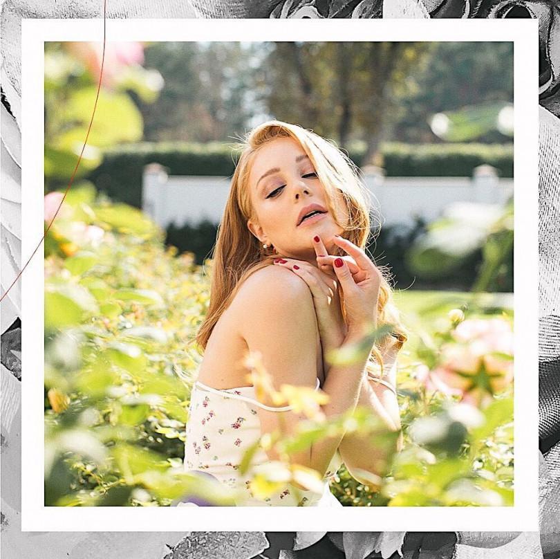 Тина Кароль снялась в потрясающей летней фотосессии